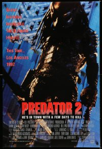 2304UF PREDATOR 2 DS int'l 1sh '90 great full-length image of the alien hunter in Los Angeles!