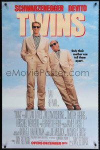 1661UF TWINS half subway '88 Arnold Schwarzenegger & Danny DeVito are an unlikely duo!