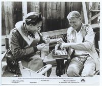 2d010 CATCH 22 candid 8x9.5 '70 director Mike Nichols playing chess with Alan Arkin on the set!