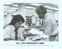 9g014 ALL THE PRESIDENT'S MEN 8x10.25 still '76 Hoffman & Robert Redford as Woodward & Bernstein!