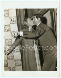 9g026 ARSENIC & OLD LACE 7x9 news photo '42 Cary Grant kissing surprised Priscilla Lane, Capra