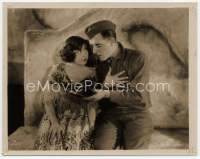 9g042 BIG PARADE key book still '25 John Gilbert leans to Rene Adoree who stares at him with love!