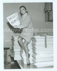9g055 BRIGHT PROMISE TV 7x9.25 still '71 Anne Jeffreys sitting on huge pile of 2500 cue cards!
