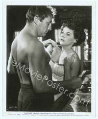 9g064 CAPE FEAR 8x10 still '62 c/u of barechested Robert Mitchum with scared Polly Bergen!