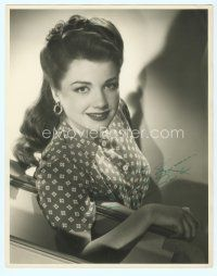 5g002 ANNE BAXTER signed deluxe 11x14 still '40s great seated portrait when she was very young!