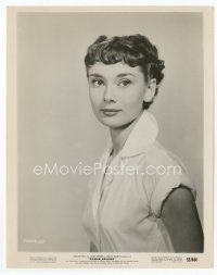 7b010 ROMAN HOLIDAY 8x10 still '53 great waist-high portrait of pretty Audrey Hepburn!