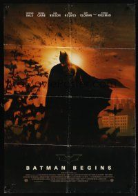 8e063 BATMAN BEGINS 1sh '05 great image of Christian Bale as the Caped Crusader!