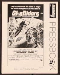 9g364 SKY RIDERS pressbook '76 James Coburn, Susannah York, hang-gliding action artwork!