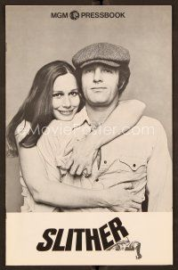 9g368 SLITHER pressbook '73 Sally Kellerman hugging James Caan, together at last!