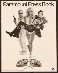 9g373 SUNBURN pressbook '79 different art of sexy Farrah Fawcett and spy Charles Grodin by Lettick!