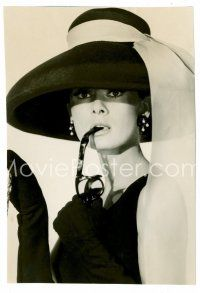 1m001 BREAKFAST AT TIFFANY'S 5x7.25 still '61 Hepburn in classic pose with sunglasses in mouth!