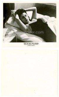 2a027 ANNA MAGNANI 8x10 still '58 c/u of the Italian actress laying on bed from Hell in the City!