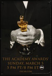 2y006 78th ANNUAL ACADEMY AWARDS TV 1sh '05 cool Studio 318 design of man in suit holding Oscar!