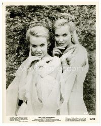 3k021 ALICE & ELLEN KESSLER 8x10 still '63 c/u of the sexy German twins from Erik the Conqueror!