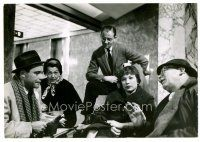 6r074 APARTMENT deluxe candid 7x10 still '60 Shirley MacLaine & Jack Lemmon w/Billy Wilder on set!