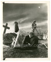 7w004 FRANKENSTEIN 8x10 still R51 Colin Clive & Dwight Frye as Fritz are graverobbers!