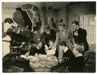 7w077 GOODBYE MR. CHIPS candid 7.25x9.25 still '39 Sam Wood on set with Robert Donat & Greer Garson!