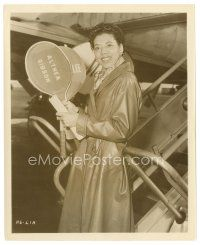 8j028 ALTHEA GIBSON 8x10 still '59 boarding a plane with rackets while making The Horse Soldiers!