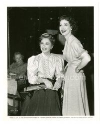 1m023 ALL I DESIRE candid 8x10 still '53 Barbara Stanwyck visited by Loretta Young on set!