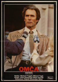 3b059 TIGHTROPE Yugoslavian '84 different image of Clint Eastwood, a cop on the edge!