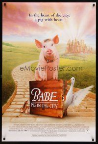 8s053 BABE PIG IN THE CITY DS 1sh '98 cute image of director George Miller's talking pig!