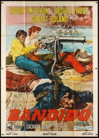 3c015 BANDIDO Italian 2p R1960s Ciriello art of Robert Mitchum & Thiess with huge maghine gun!