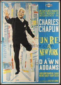 3c072 KING IN NEW YORK Italian 2p '57 great different full-length art of Charlie Chaplin!