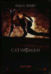 3f142 CATWOMAN teaser DS 1sh '04 Halle Berry in super sexy leather suit!