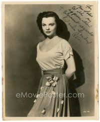 4t510 WANDA HENDRIX signed 8x10 still '52 standing sexy portrait wearing dress w/ attached flowers!