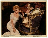 5k081 PRINCE & THE SHOWGIRL color 8x10 still #5 '57 Marilyn Monroe sits in front of Laurence Olivier