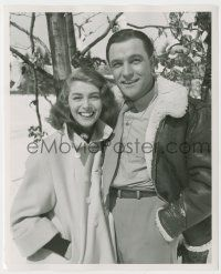 8h251 DEVIL MAKES THREE candid deluxe 8.25x10 still '52 Gene Kelly & Pier Angeli enjoying Bavaria!