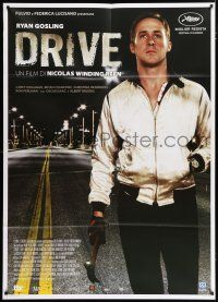 4c036 DRIVE Italian 1p '11 best close up of Ryan Gosling as the driver holding hammer!