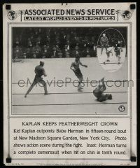4z019 ASSOCIATED NEWS SERVICE newsstand poster '25 Kid Kaplan knocking out Herman in boxing ring!