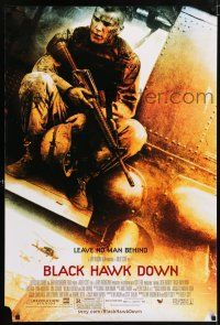 6k079 BLACK HAWK DOWN 1sh '01 Ridley Scott, Josh Hartnett in helicopter!