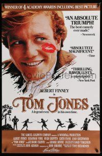 7g768 TOM JONES 1sh R89 close-up of Albert Finney with kiss on his cheek!