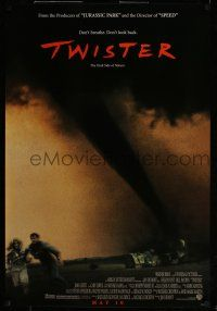 7g798 TWISTER advance DS 1sh '96 storm chasers Bill Paxton & Helen Hunt running away from tornado!