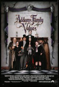 8w016 ADDAMS FAMILY VALUES DS 1sh '93 Carel Strucken, the family just got a little stranger!