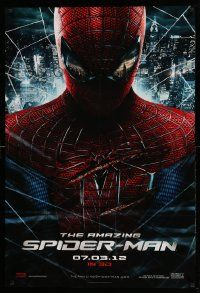2r030 AMAZING SPIDER-MAN teaser DS 1sh '12 portrait of Andrew Garfield in title role over city!