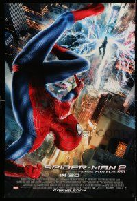 2z035 AMAZING SPIDER-MAN 2 int'l advance DS 1sh '14 Fights with Electro, great far away image!