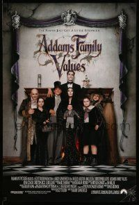 3r045 ADDAMS FAMILY VALUES DS 1sh '93 Carel Strucken, the family just got a little stranger!