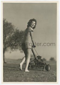 4s037 ANN RUTHERFORD deluxe 9x13 still '40s the sexy Hollywood star mowing her lawn barefoot!