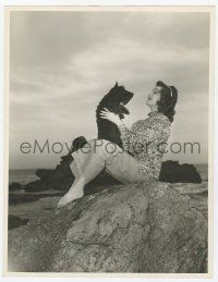 4s030 ANN RUTHERFORD deluxe 10x13 still '40s c/u playing with her Scottish terrier at the beach!