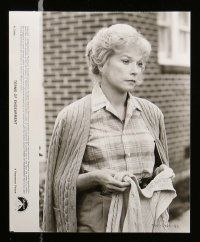6m019 TERMS OF ENDEARMENT presskit w/ 22 stills '83 close up of Shirley MacLaine & Debra Winger!