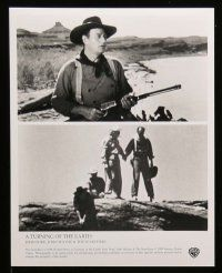 6m435 TURNING OF THE EARTH video presskit w/ 6 stills '98 John Ford, John Wayne, The Searchers!