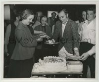 1s067 ALL THIS & HEAVEN TOO candid 8.25x10 news photo '40 Bette Davis w/ birthday cake by Bert Six!