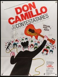 5k684 DON CAMILLO E I GIOVANI D'OGGI French 1p '72 art of man on stage waving guitar at fans!