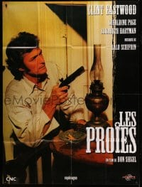 7g740 BEGUILED French 1p R1990s great different close up of Clint Eastwood with gun, Don Siegel
