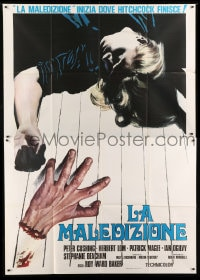 7g313 AND NOW THE SCREAMING STARTS Italian 2p 1974 great different art of girl by severed hand!