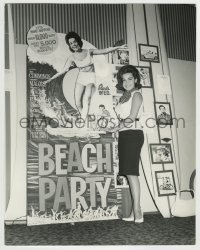 7m096 BEACH BLANKET BINGO deluxe candid 11x14 still 1965 sexy Annette Funicello by theater display!