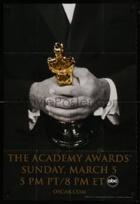 7y010 78th ANNUAL ACADEMY AWARDS 1sh 2005 cool Studio 318 design of man in suit holding Oscar!